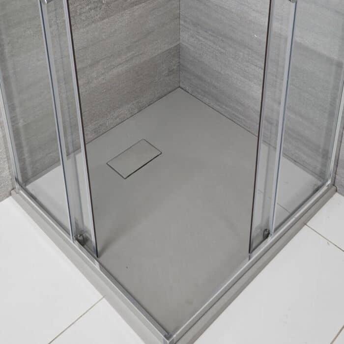 strumenti necessari per la sigillatura di un piatto doccia