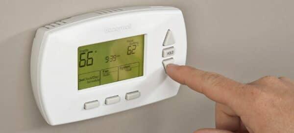come programmare un termostato